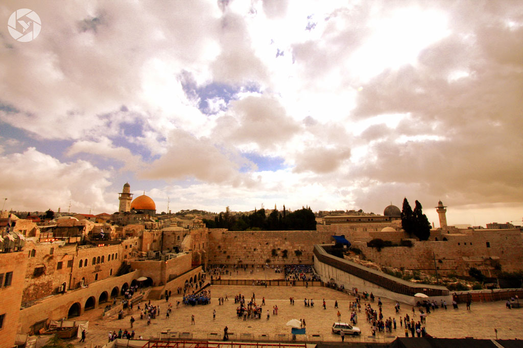 Jerusalem of Gold Photographer Yonit Schiller. jerusalem western wall kotel sunrise photographed by Yonit Schiller © 2015 יונית שילר