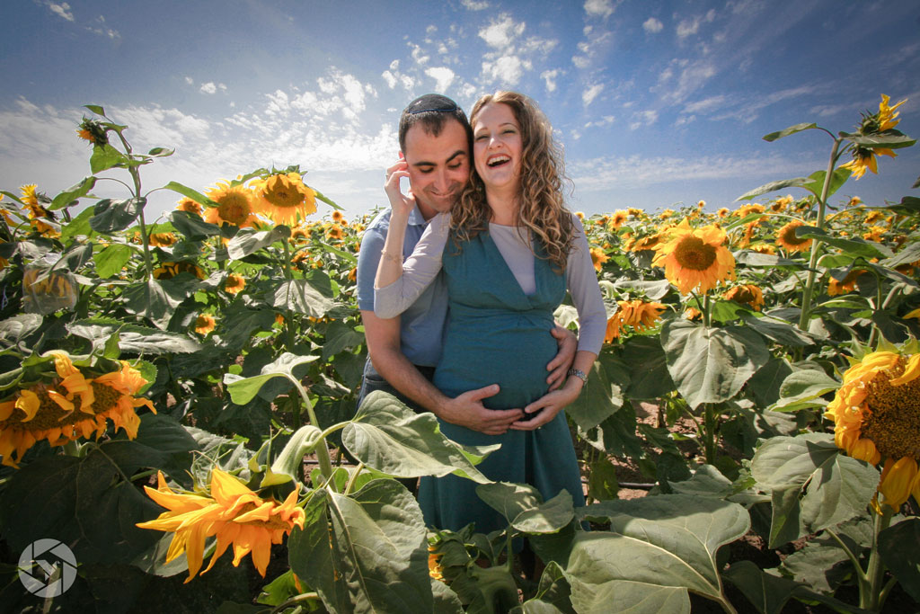 sunflowers pregnancy maternity photographed by Yonit Schiller © 2015  יונית שילר